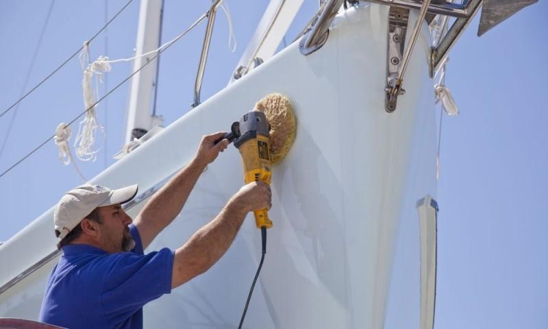 Cercasi personale per costruire e riparare barche